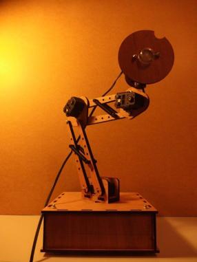 Prototype de lampe robotisée réalisé en 2015 pour les expérimentations 2016.